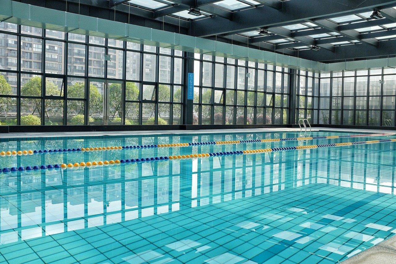 קירוי בריכות שחייה