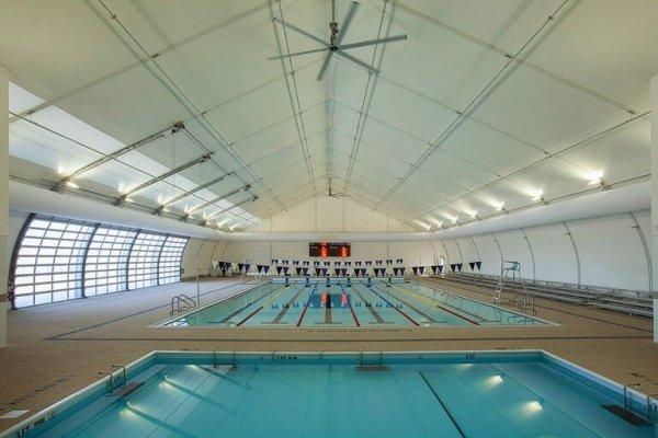 אוהל קונסטרוקציה לקירוי בירכות שחייה